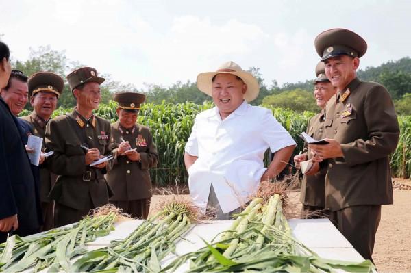 今日是二次大戰終戰70週年,北韓在首爾時間15日0時30分起,宣布正式使用「平壤時間」。從此南北韓雖然在在同一座半島,但彼此間卻有半個小時的時差。(法新社)