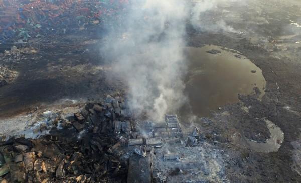 中國官方15日首次證實,爆炸現場東側存有高毒性氰化物在內的多種危險化學物品。(美聯社)