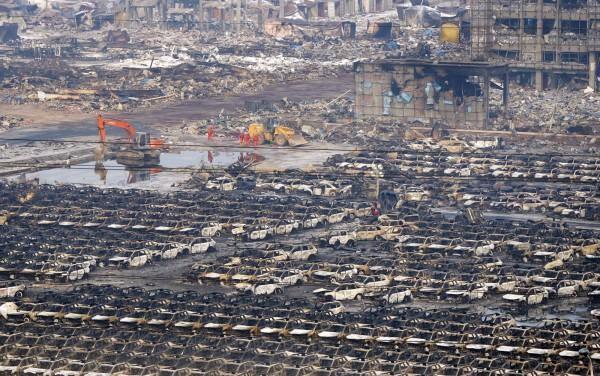 天津大爆炸,約千輛轎車被燒毀。(路透)