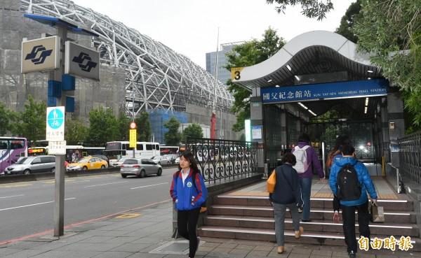 台北市捷運局今表示,大巨蛋的地下結構底版已於15日全部施作完成,鄰近板南線監測數據也已穩定。(資料照,記者張嘉明攝)
