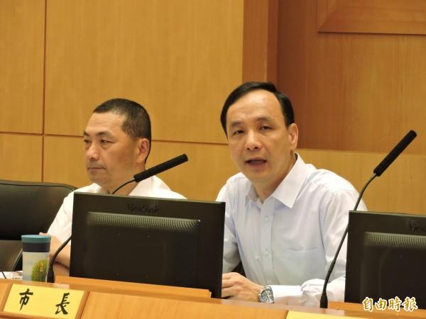 新北市長朱立倫。(圖右)(記者賴筱桐攝)