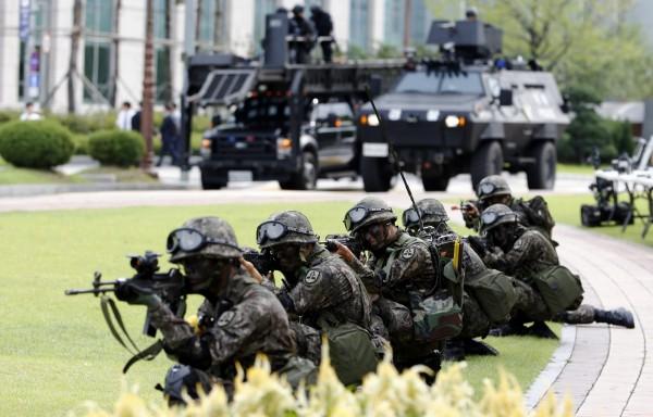 南韓軍方認為,目前正值美韓聯合軍演期間,北韓不太可能真的進行攻擊動作。(歐新社)