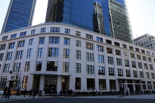 日本舊東京中央郵局大樓在2013年時改建為「KITTE」,保留了舊郵局大樓的外觀,並與新建築作巧妙的結合,成為旅日遊客必訪景點之一。(圖擷取自Find Travel網站)