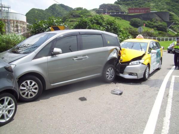 4名美籍華人包車,途中意外出車禍。(記者吳政峰翻攝)