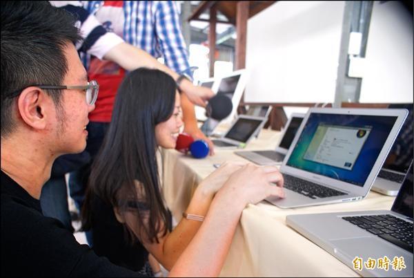 保二刑大破獲蘋果電腦專賣店用低價方式,幫灌裝盜版軟體攬客。(記者黃佳琳攝)
