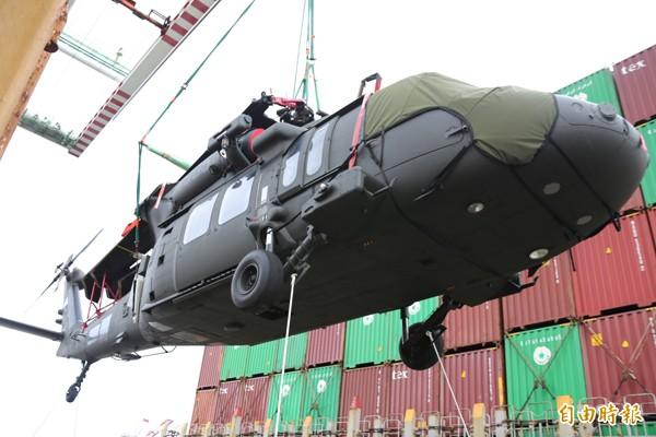 美方送交台灣空勤總隊黑鷹直升機的兩年份航材料件,出現嚴重的送錯貨問題。(黑鷹直升機資料照,陸軍司令部提供)。