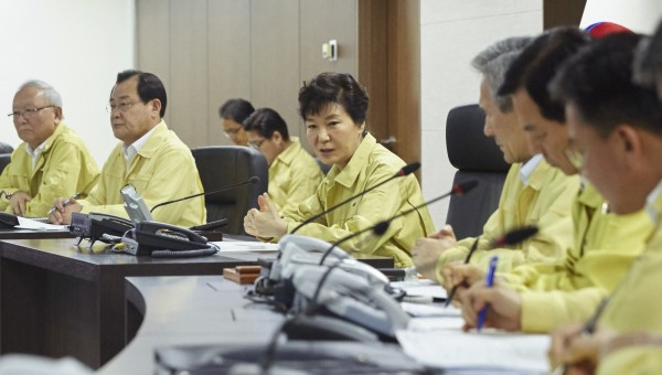 朴槿惠在北韓砲擊後,立即召開國家安全保障會議(NSC),並下令南韓政府相關部門果斷應對北韓的挑釁。(美聯社)