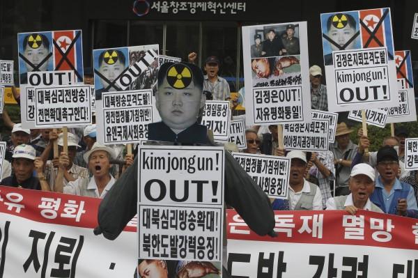 面對北韓的挑釁行為,部份南韓民眾今在首爾抗議。(美聯社)