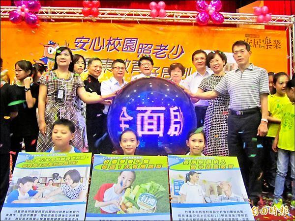 104學年起屏東全面推動三大教育政策,昨天縣長潘孟安宣示啟動。(記者羅欣貞攝)