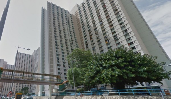 事情發生在屯門大興邨某間大樓內。(圖擷取自Google街景圖)