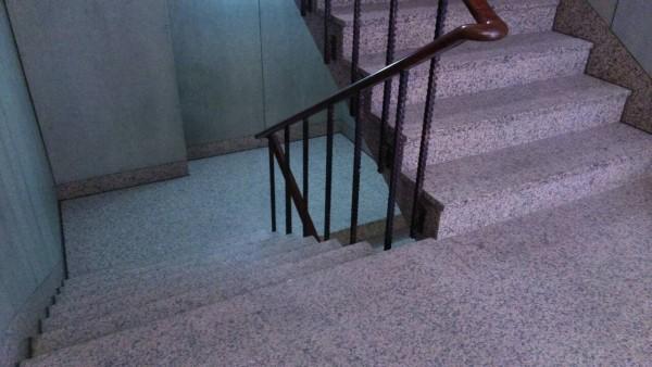 香港驚傳學童在樓梯間交歡。(示意圖/與事發地點無關)
