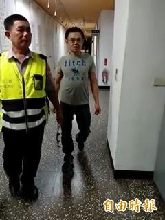 昔日槍擊要犯王邦駒遭土城警方逮捕。(記者余衡攝)