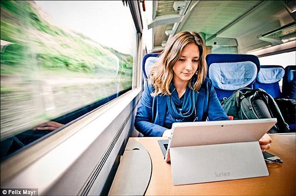 德國科隆女大學生黎妮‧穆勒以火車為家。(取自網路)