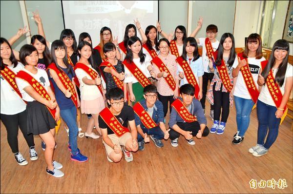 員林家商表揚今年考取國立科大的菁英學生。(記者顏宏駿攝)