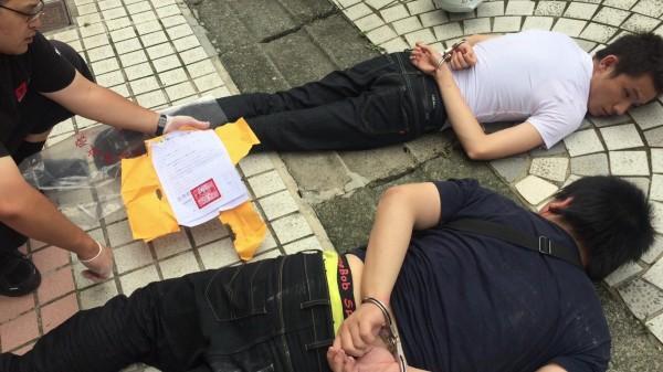 警方逮捕劉姓、林姓2車手到案(記者邱俊福翻攝)