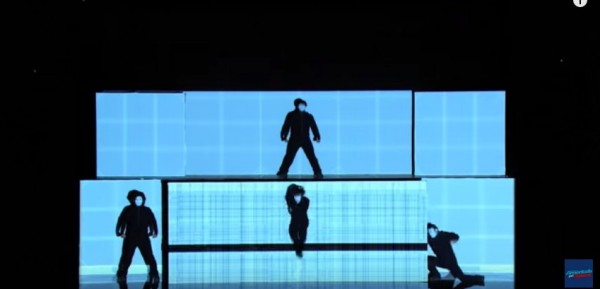 「SIRO-A」的精彩表演。(圖片擷取自YouTube)