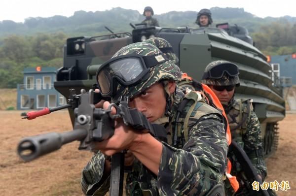 國防部在昨晚宣布,徵兵延長到明年底,估計共影響到2萬3100人。(資料照,記者廖振輝攝)