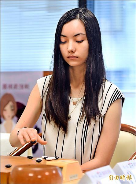 第一屆女子圍棋最強戰冠亞軍賽26日在台北海風棋院舉行,黑嘉嘉獲勝,贏得職業生涯首冠。(記者廖振輝攝)