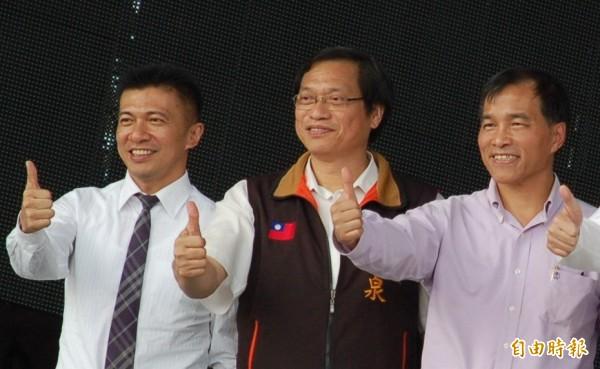 國民黨持續勸進蘇清泉(中)代表藍營應戰民進黨的莊瑞雄。(記者李立法攝)
