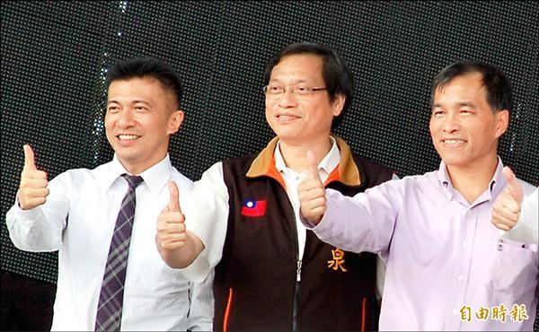 國民黨持續勸進蘇清泉(中)。(記者李立法攝)