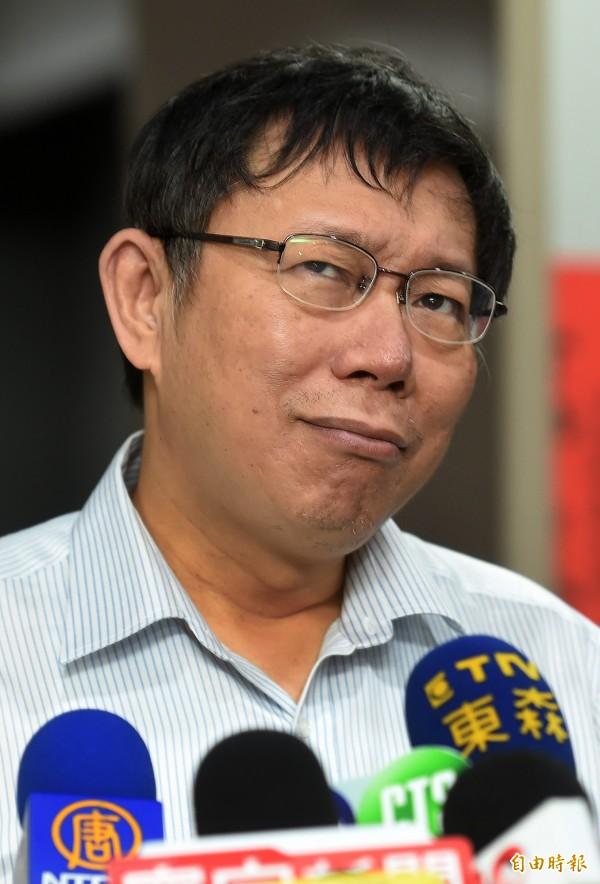 連戰將赴中國參加閱兵,台北市長柯文哲今天表示:「這個問題超越我的政治智慧」。(記者簡榮豐攝)