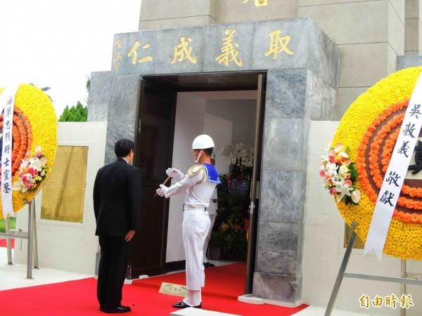 馬總統於左營海軍忠烈將士紀念碑主持秋祭。(記者黃旭磊攝)