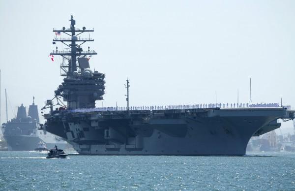 美國核子動力航空母艦隆納·雷根號於昨日駛離位於加州聖地牙哥的海軍基地,預計於10月2日抵達日本橫須賀基地。圖為雷根號駛離聖地牙哥軍港。(路透)