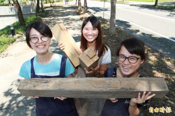 女大畢業生創業,舊木回收成賣點。(記者蔡清華攝)