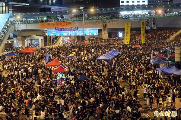 今日香港東區裁判法院指控佔中領袖三人「參與非法集會」「煽惑他人參與非法集會」,今日上午三人出庭,皆否認被指控的罪名。(資料照,記者方賓照攝)