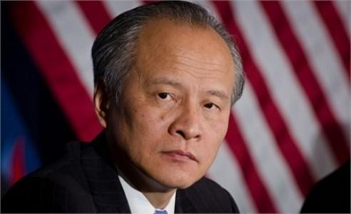 美國慶祝二戰勝利紀念活動,原本同時邀請中國和台灣的代表做為美國在太平洋戰區的盟友出席獻花儀式,如今在中國壓力下,主辦單位安排中國駐美大使崔天凱代表中國獻花,卻拿掉台灣的國名。(圖擷取自網路)