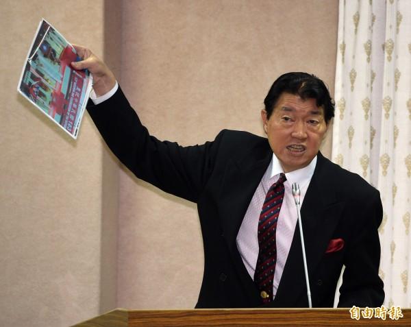 駐美代表沈呂巡成了「台北經濟及文化代表處」的獻花代表,而且排在17位獻花代表的最後一位。(資料照,記者王敏為攝)
