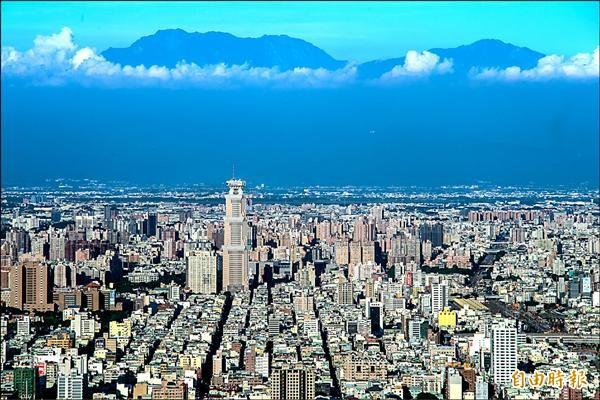 高雄市府努力改革財政,也持續推動各項建設,打造宜居城市。 (記者張忠義攝)
