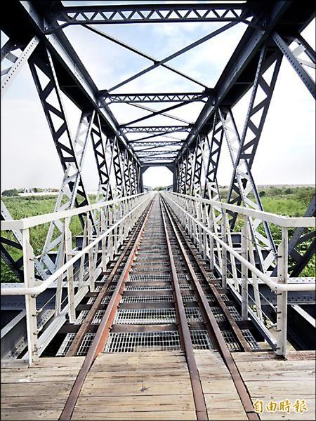 讓虎尾鎮民期待已久的虎尾糖廠鐵橋,終於通了。(記者廖淑玲攝)