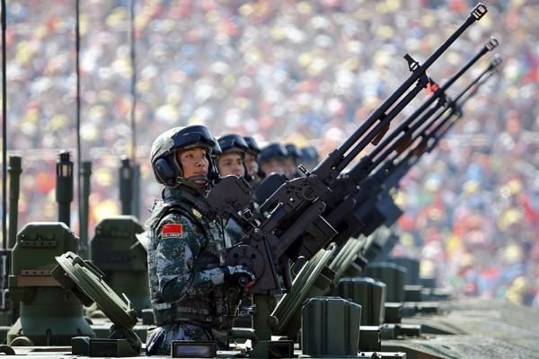 中國藉由九三大閱兵,向國際展現其強國肌肉,也讓亞太面臨安全威脅。(路透)