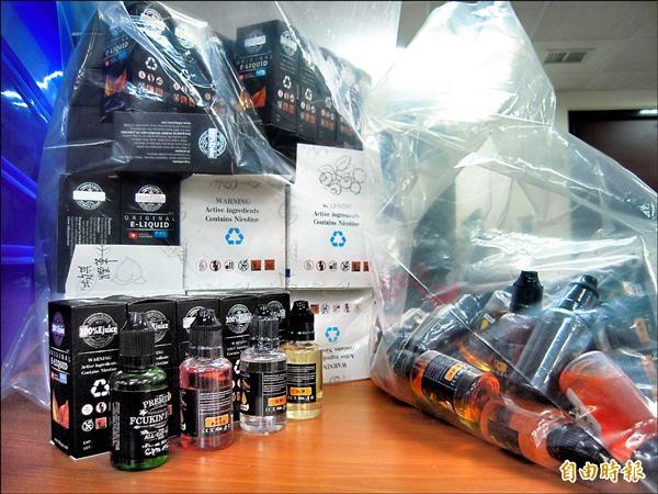 北市警方查獲13種口味皆含尼古丁的電子菸液。(記者陳恩惠攝)