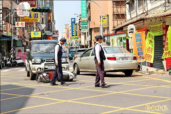 斗六民生路與鎮北路是車禍頻傳的路口,透過紅綠燈管控後,車禍件數已大幅下降。(記者詹士弘攝)