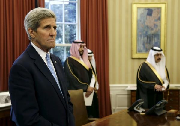 美國國務卿凱瑞親自致電俄羅斯外交部長拉夫羅夫表達俄羅斯增軍敘利亞的疑慮。 (路透)