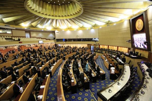 今日泰國國家改革委員會(National Reform Council)以135票反對、105票贊成、7票棄權,否決了新憲草案。(美聯社)