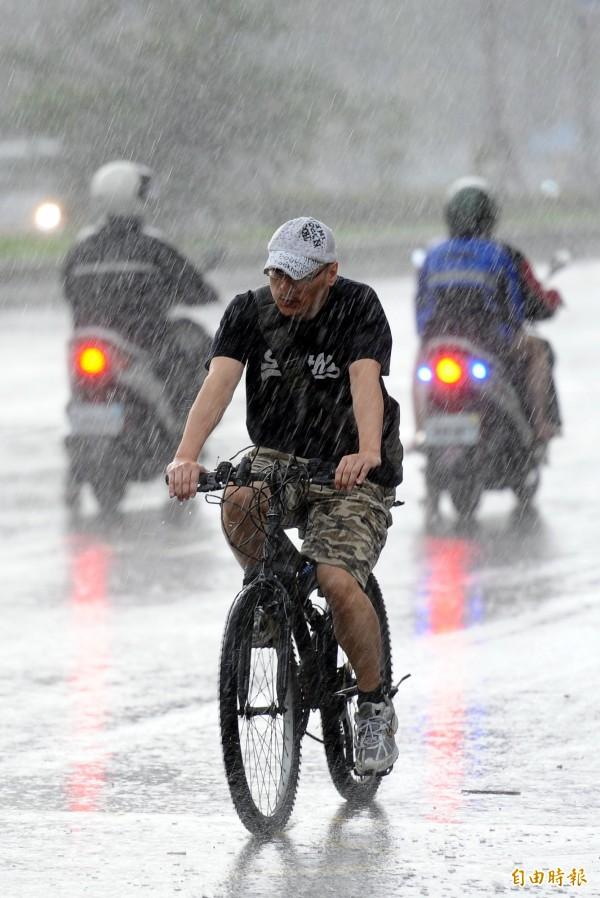 氣象局提醒將有大雨發生。(資料照,記者張嘉明攝)