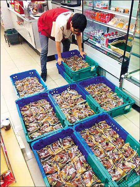 小七店長誤訂400個麵包,朋友將此事件PO網,網友擔心店長賠錢,紛紛前往搶購,不到半天就賣光。(取自網路)