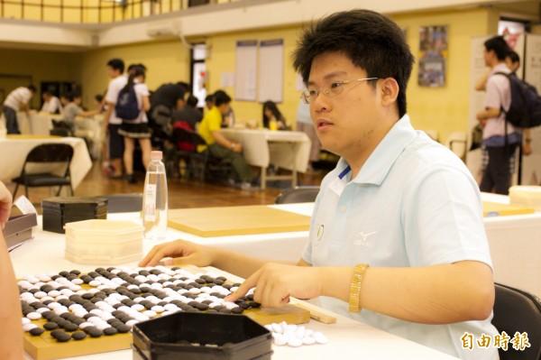 今年以拾穗計畫特殊選才圍棋專長身分進入清大不分系的王元均,剛獲得台灣棋院天元冠軍,對圍棋的專注,讓他能以特殊才能進清大就讀。(記者洪美秀攝)