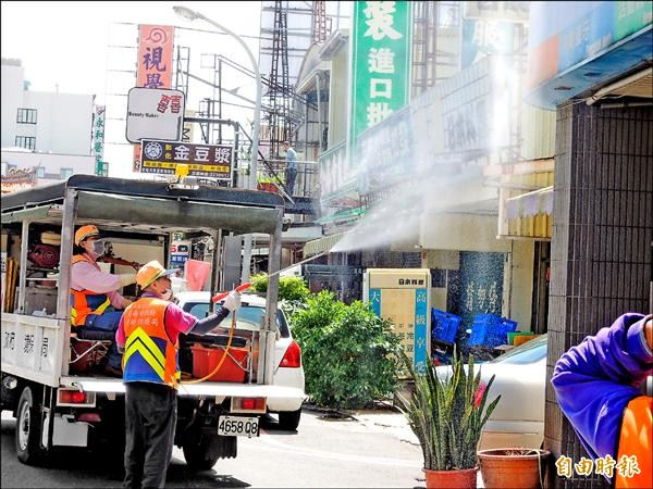 台南市長賴清德昨反駁疾管署長郭旭崧「防登革熱、噴藥宣傳效果多」的說法。(記者洪瑞琴攝)