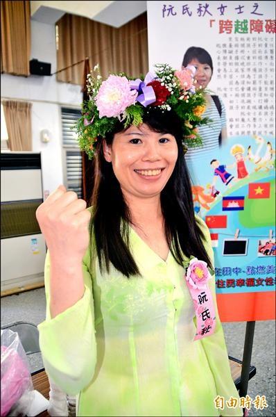 從越南嫁來台灣的阮氏秋,丈夫過世,兩個小孩都患有心臟病,她獨立擔起家計,拉拔孩子。(記者顏宏駿攝)
