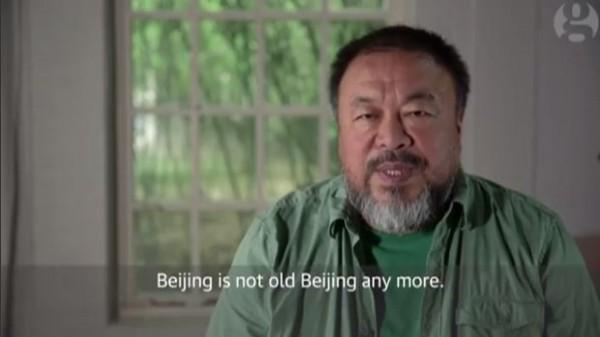 艾未未說,「北京早已不再是舊北京,它已經不再屬於那裡的人民。」(圖擷取自《衛報》專訪影片)