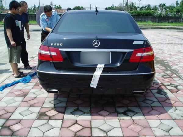 製造餿水油的郭烈成賓士車被拍賣152萬元。(記者葉永騫翻攝)