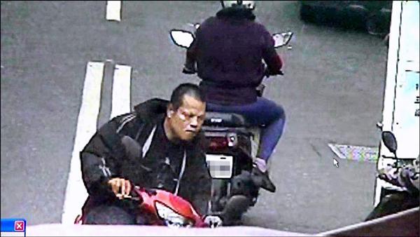 殺人後,劉嫌取下安全帽與口罩,騎車離開。(資料照,記者葛祐豪翻攝)