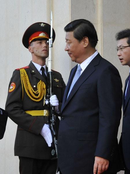 白邦瑞表示,習近平(圖中)向中國的強硬派展現善意,溫和派並不贊成軍事閱兵,但他們顯然輸了。(美聯社資料照)