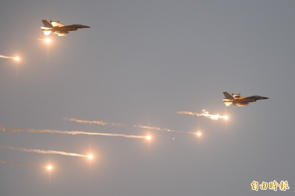 國軍凌晨5點多於台中清泉崗基地進行「漢光31號演習」。(記者廖耀東攝)