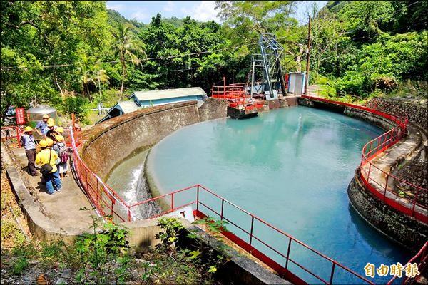 東興水力發電廠利用大南溪水位能發電。(記者張存薇攝)