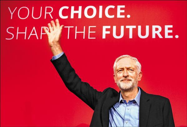 柯賓十二日贏得壓倒性勝利,當選英國最大反對黨工黨新任黨魁。(美聯社)